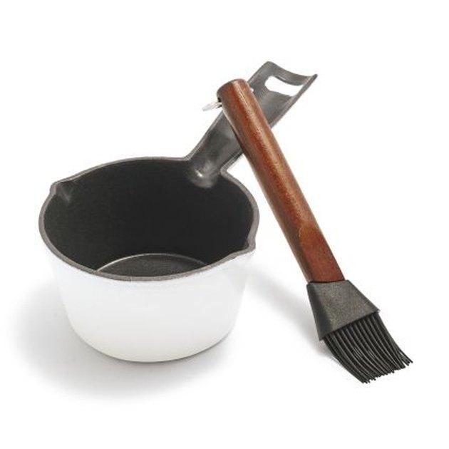 small basting pot and brush set