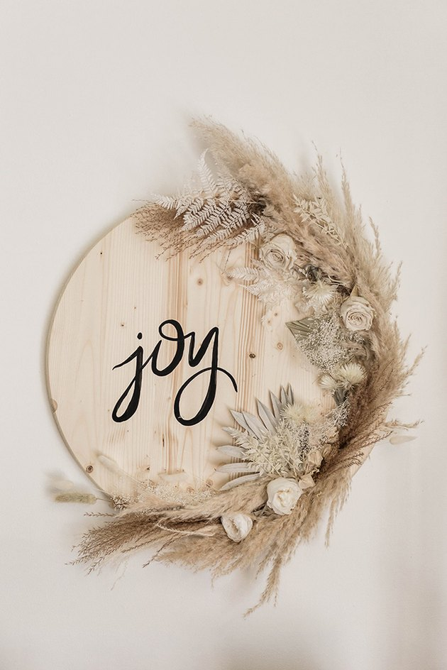 """Wood sign with dried flowers and """"Joy"""""""