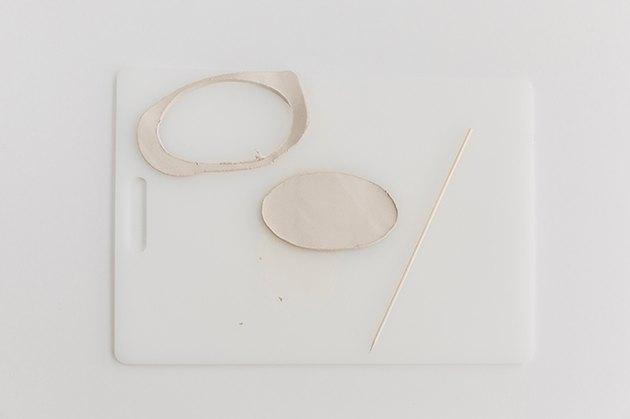 Découpez la forme de l'argile.