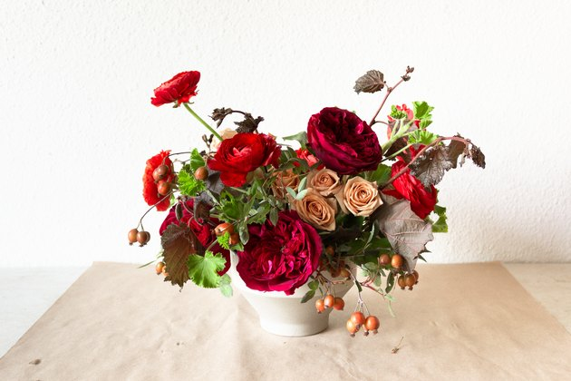 Autumnal Floral Centerpiece for the Thanksgiving Table