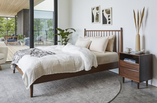 coastal-chic bedroom
