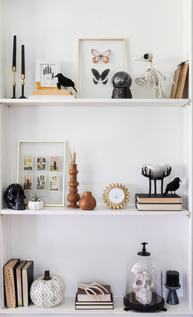 Spooky shelfie Halloween decor