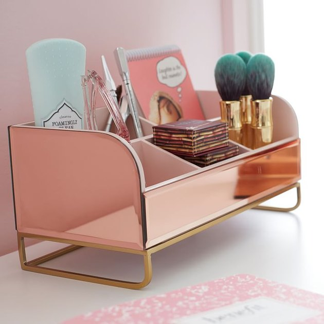 make-up organizer