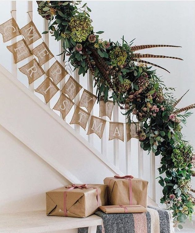 holiday decor on staircase