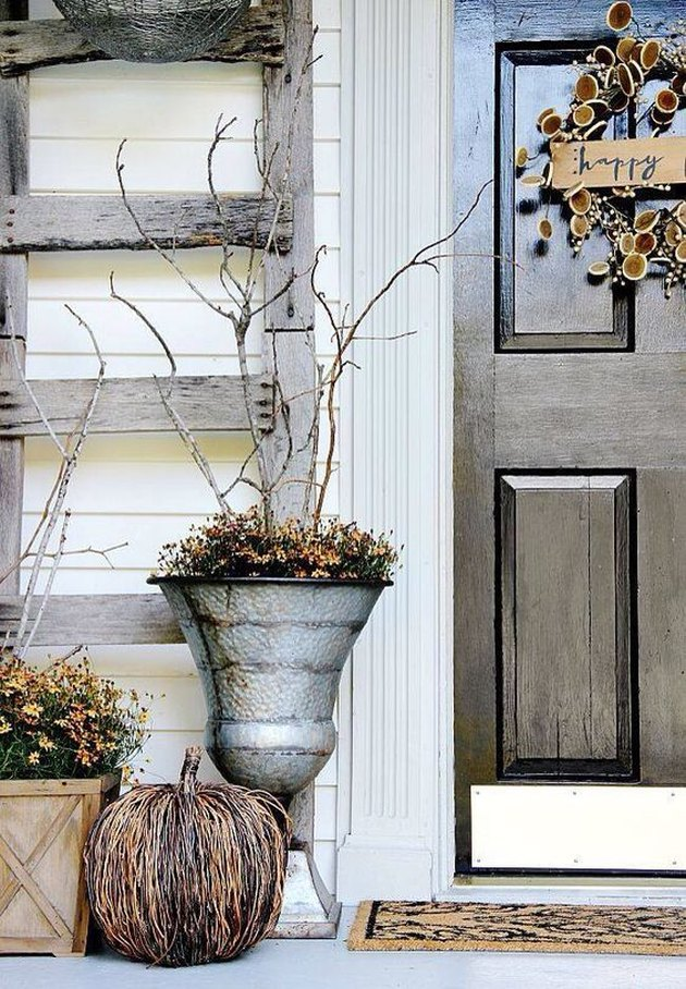 outdoor fall decorating idea for front porch