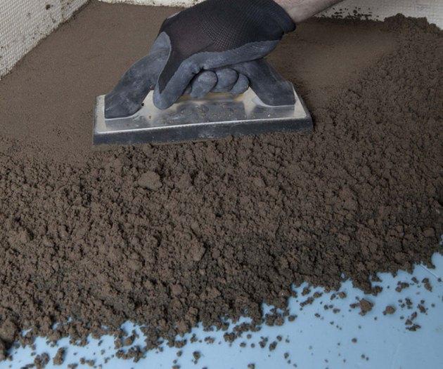 Hand compressing mortar bed