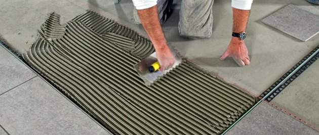 Laying floor tile