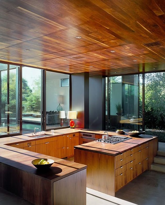 Laminate counters mimic woodgrain