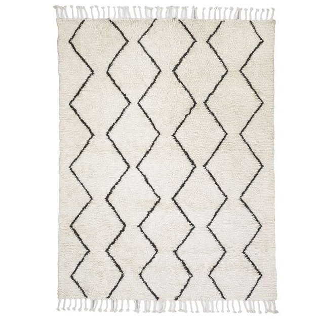Cream rug with fringe and thin black variable zig-zags