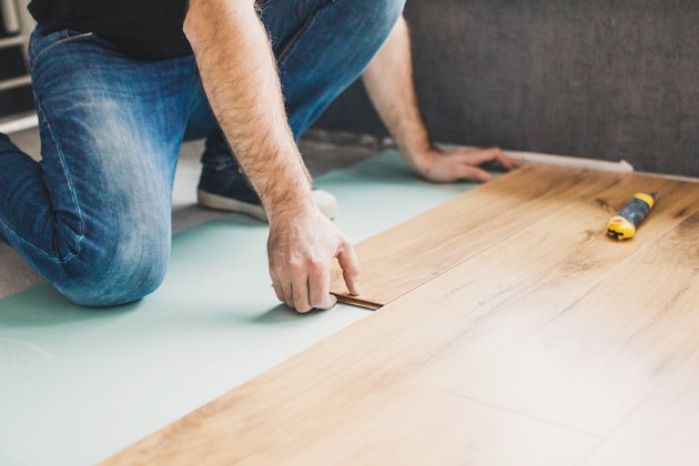 Flooring technology - laying of a floating laminate floor