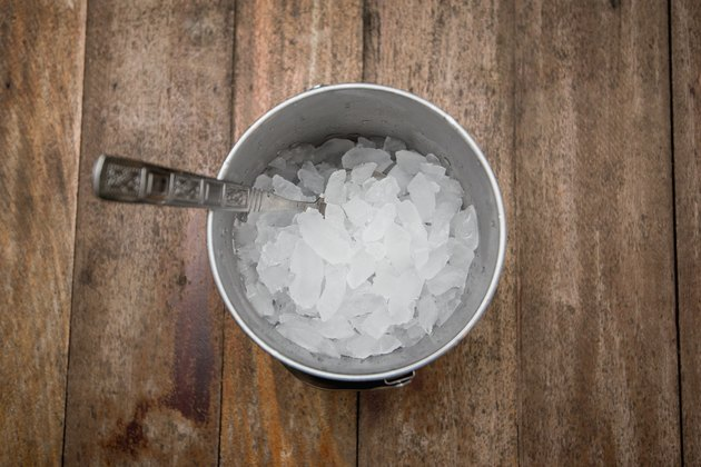 crushed ice in bucket, ice in bucket