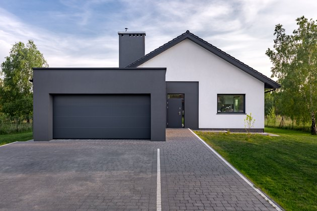 Cozy house with garage