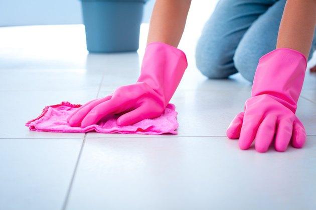 Cleaning floor using rag