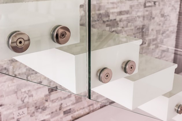 Construction details : Tempered glass balustrade fitting beside