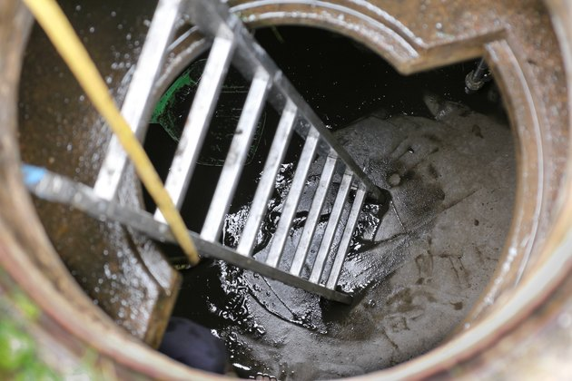 Cleaning water cistern