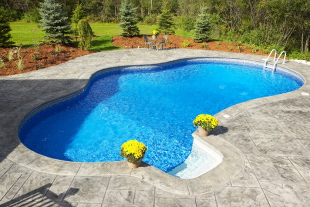 Sparking clean swimming pool.