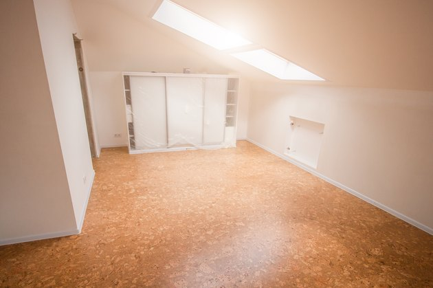 Cork floor covering in the attic