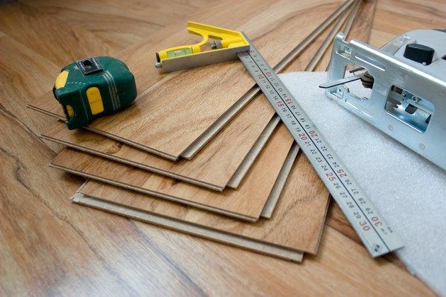 Tool for laying laminate flooring