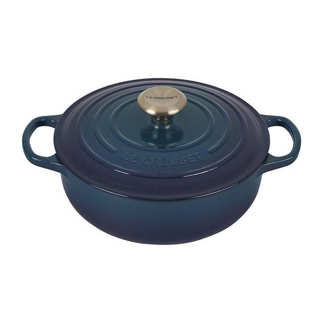 sauteuse pan in blue color