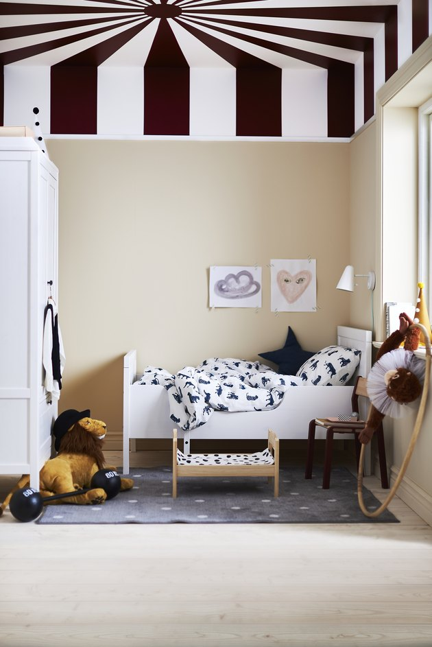 kids bedroom with striped ceiling