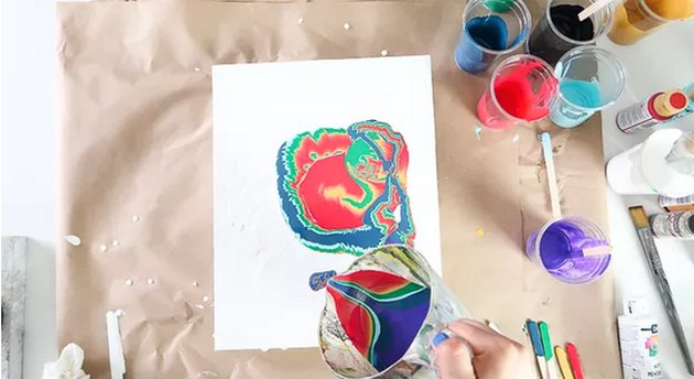 Acrylic pour painting method