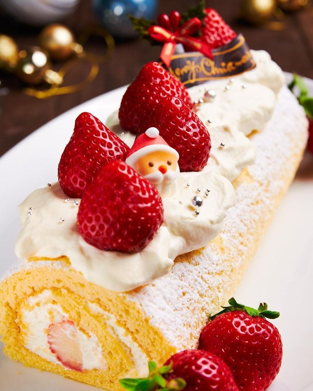 No Recipes Japanese Christmas Cake topped with whipped cream and strawberries