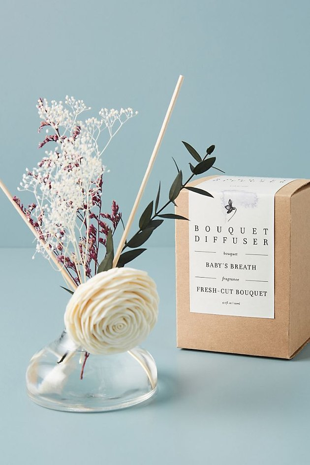 floral bouquet diffuser with box nearby