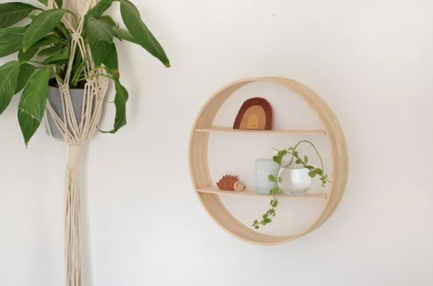 Circle shelf made of embroidery hoops