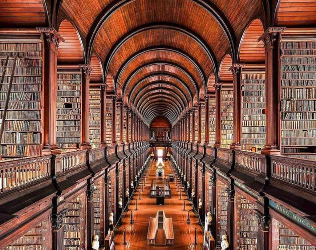 picture of the long room at trinity library in dublin