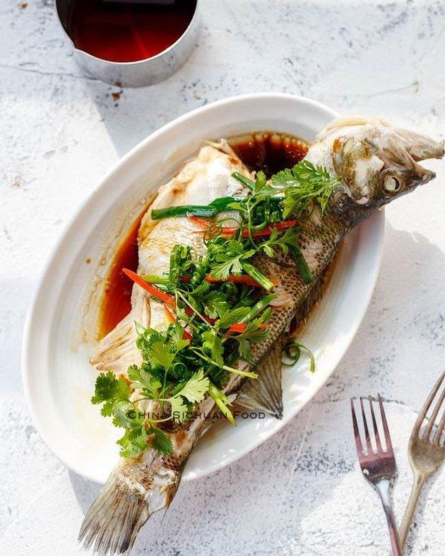 China Sichuan Food Steamed Whole Fish (Qing Zheng Yu)