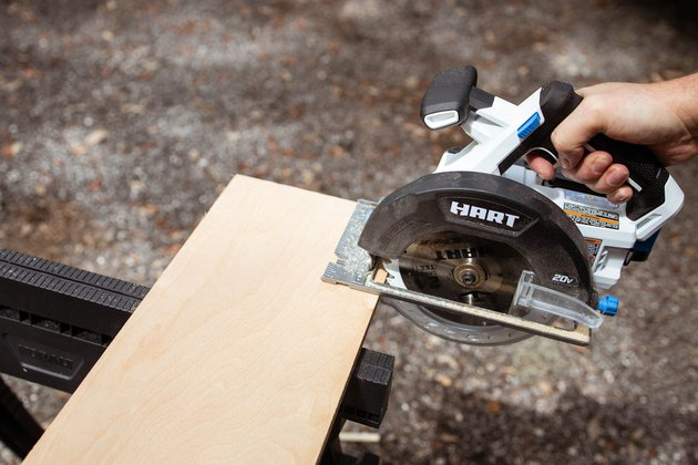 Cutting wood board with HART circular saw