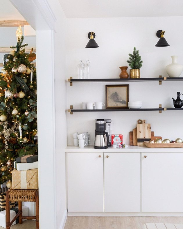contemporary Christmas decor with kitchen shelves decorated