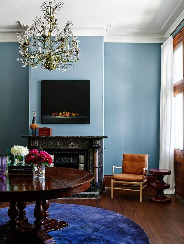 analogous colors in living space with blue walls and purple rug