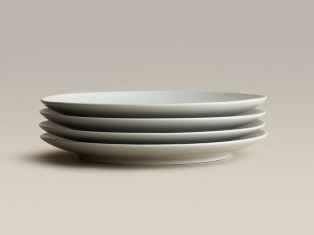 Beauty in utility. The minimalist Big Plate is just right for breakfast, brunch, lunch, dinner, midnight snack, and everything in between. Its rimless, coupe-style simplicity will delight all day long. Available in multiples of four.