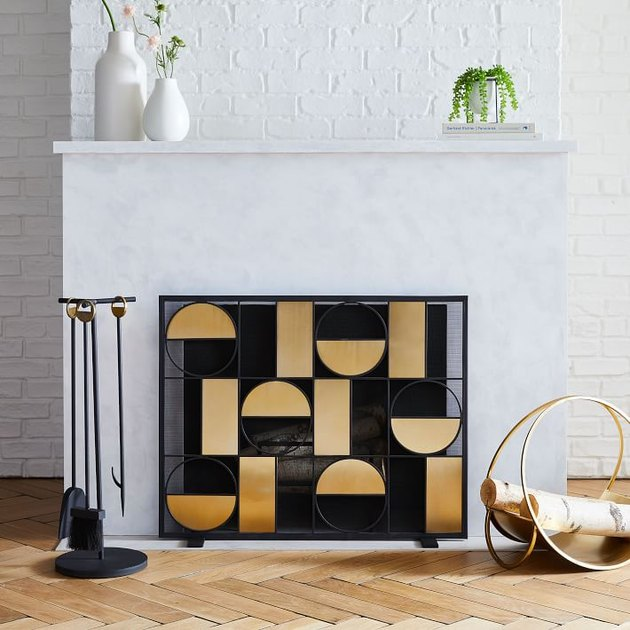 Add a touch of art deco style to your fireplace with this screen. Crafted from durable steel, it looks and feels fantastic.