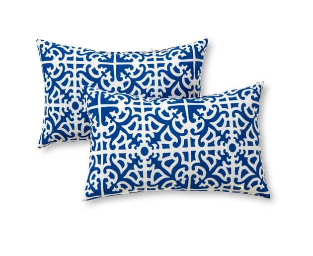 Add a stylish accent to your outdoor furniture with this Outdoor Accent Pillow Set from Greendale Home Fashions. These outdoor throw pillows feature fade-, stain- and water-resistant qualities that will keep them looking as good as new season after season. Add them to your outdoor bench or on your patio seats for extra comfort and style.