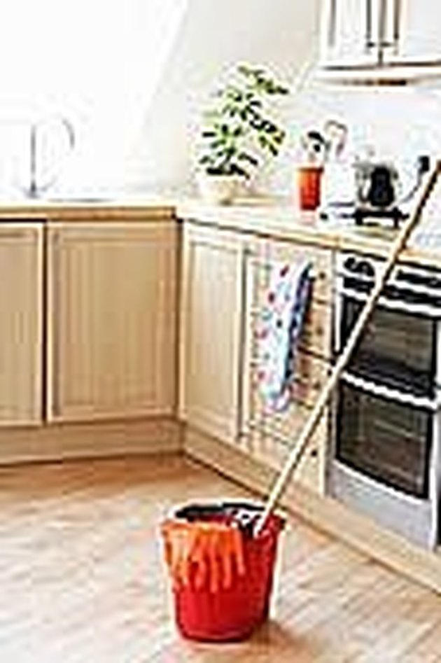 How to Mop the Floor without Cleaner or Sticky Residue