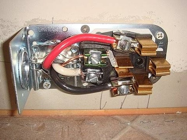 How To Wire An Outlet For A 220v Welder