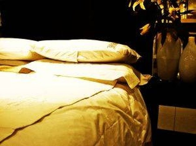How to Clean a Polyester Fiber Mattress Pad