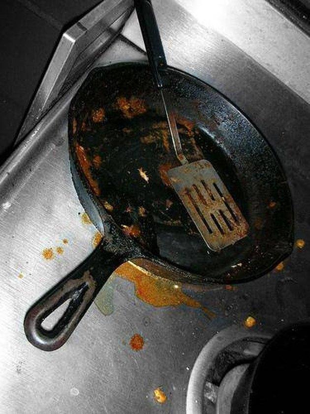 Dirty pan and cooktop