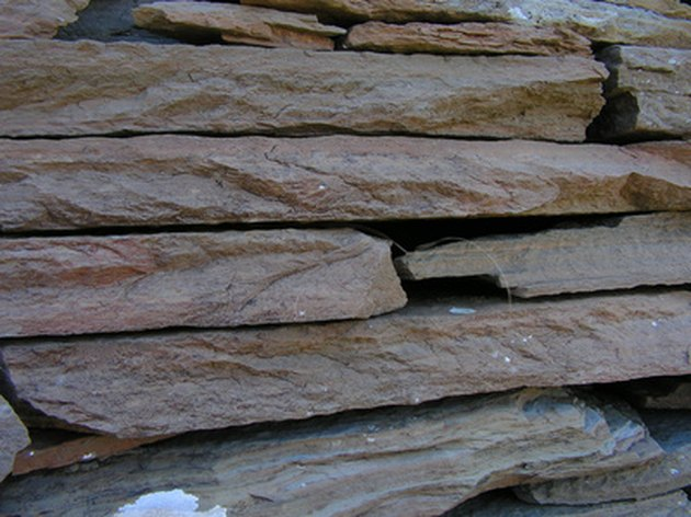 What Mortar Works Best With Flagstone Outside?