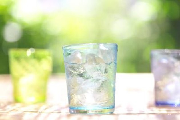 How to Get Rid of the Bad Taste in Ice Cubes From the Fridge