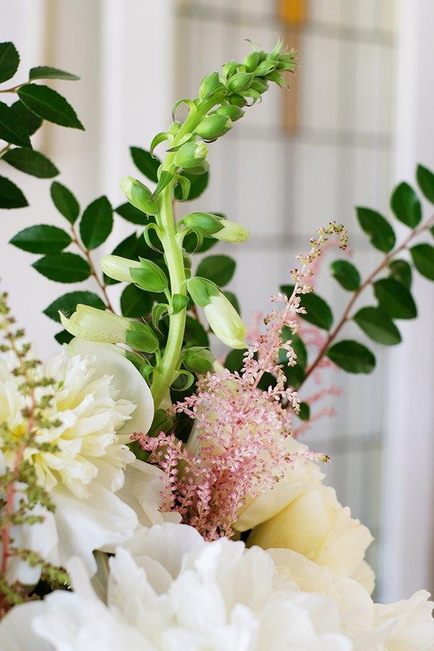 Fleurs blanches et roses