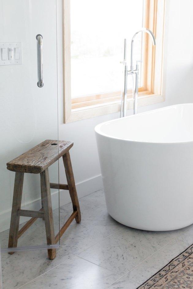 white freestanding bathtub