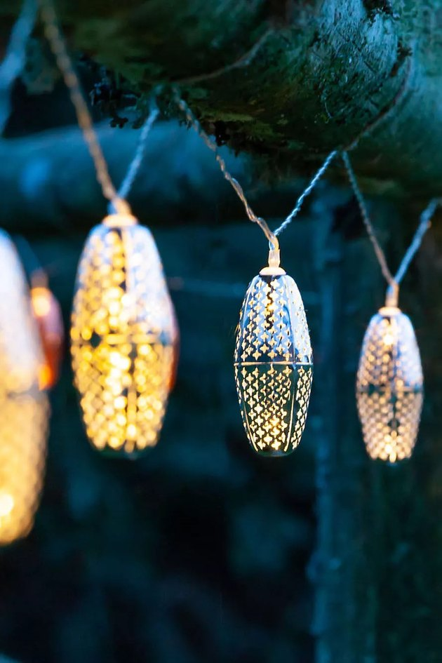 Charge these solar lights by day, and let them shine by night. These beautiful lantern bulbs are inspired by the lighting in the bazaars of Morocco.
