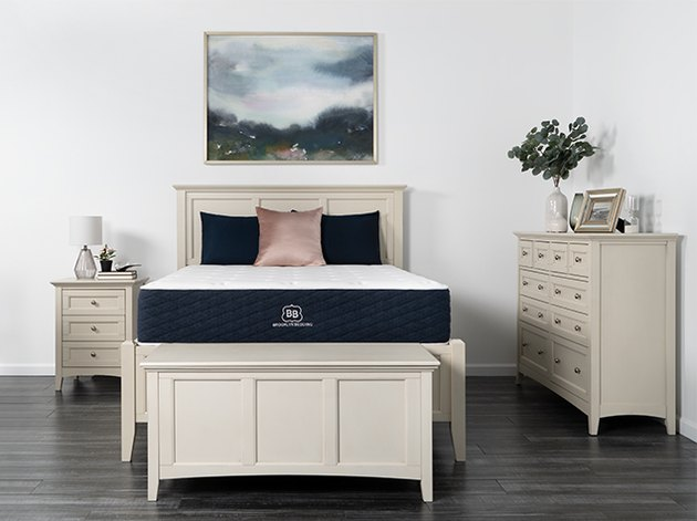 The mattress features a six-inch layer of nearly 1,000 individually encased coils that provide adequate spinal support, while a two-inch transitional foam layer above it offers compression support.