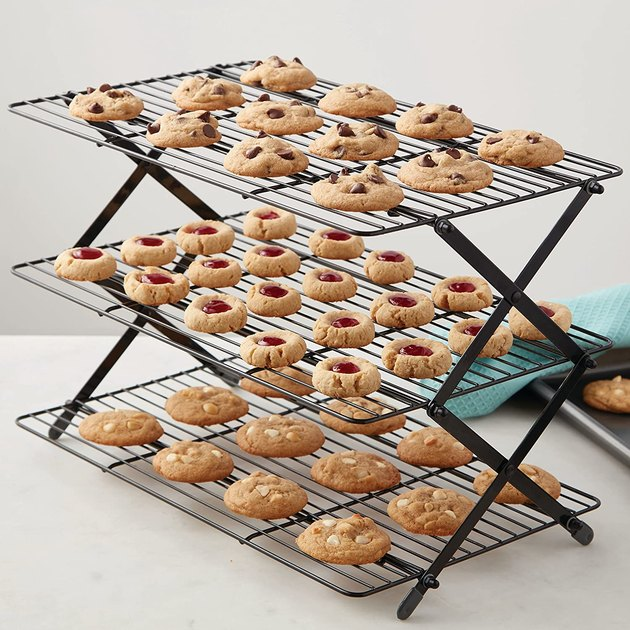 Cool dozens of cookies or other small treats on an expandable cooling rack.