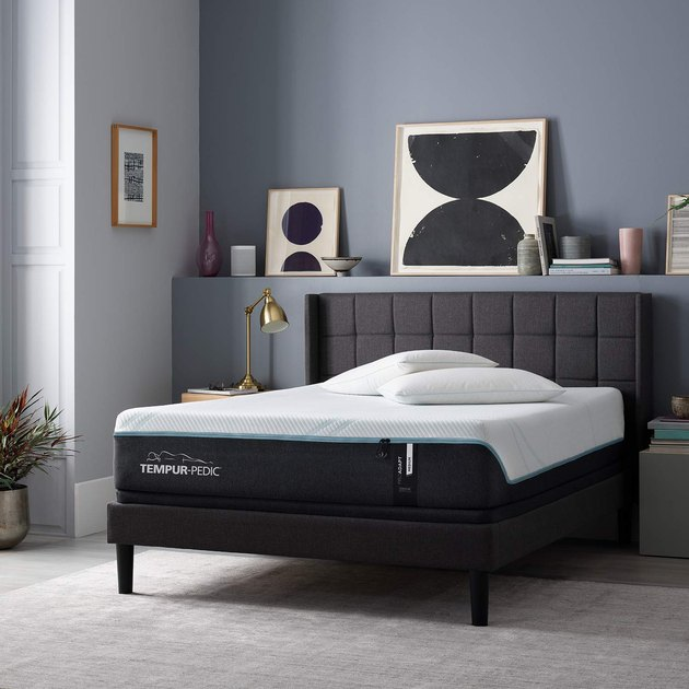 The mattress features a base comprised of more than 1,000 spring coils topped by a spinal-support foam layer and a pressure-relieving comfort layer made of material developed by NASA.