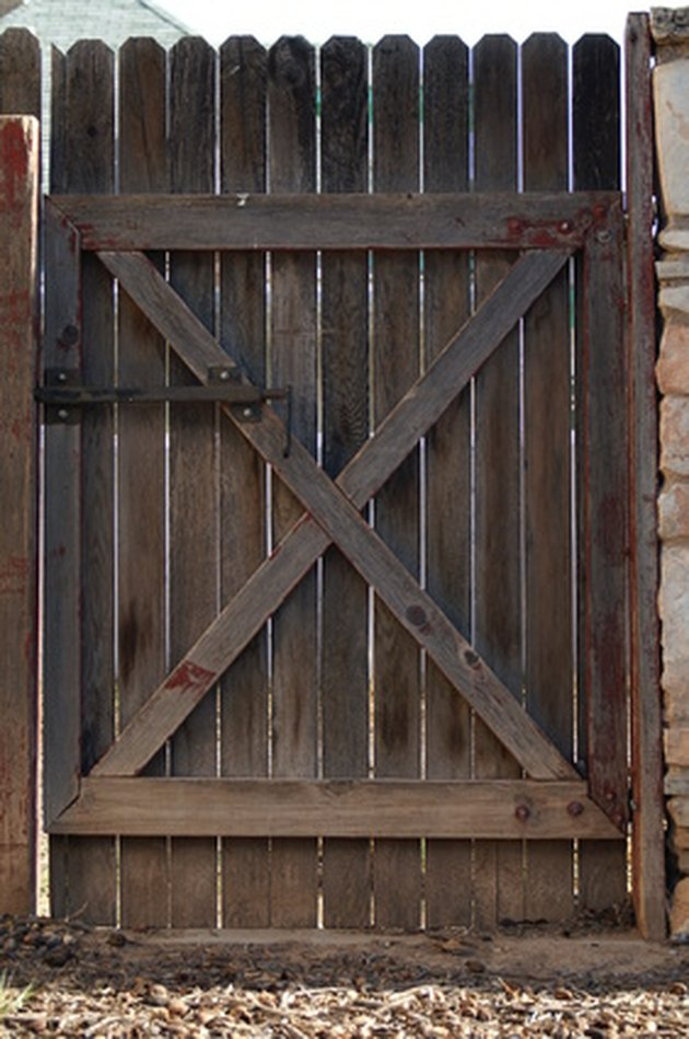 Do It Yourself Home Design: How To Build A Double Gate For A Wood Privacy Fence