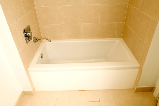 How to Remove Soap Scum on an Acrylic Tub